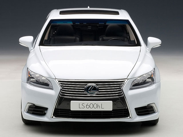 Lexus LS 600hL Diecast
