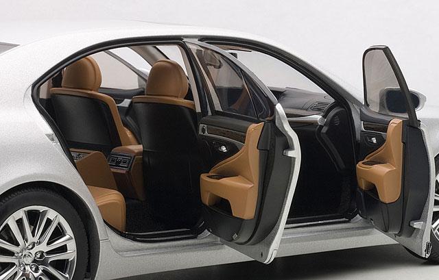 Lexus LS 600hL Diecast Interior
