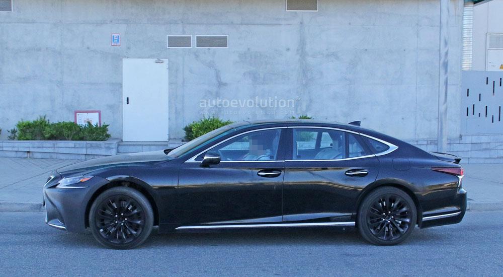 Lexus LS F Side