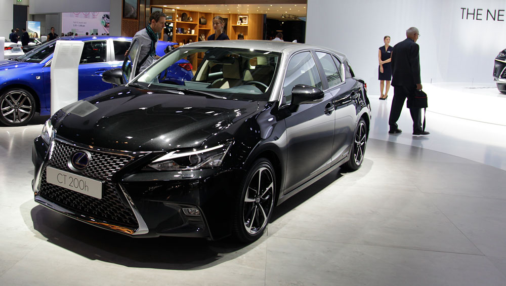 Photo Gallery Two Tone 2018 Lexus CT 200h at Frankfurt Motor Show