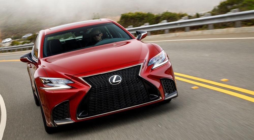 Lexus LS Driving