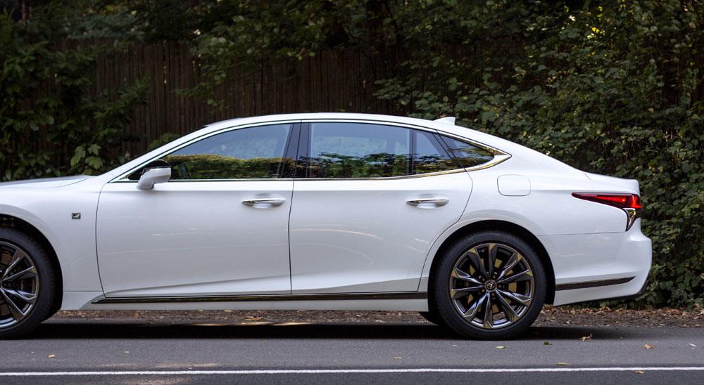 Lexus LS Side