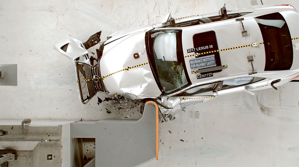 Lexus IS Crash Test