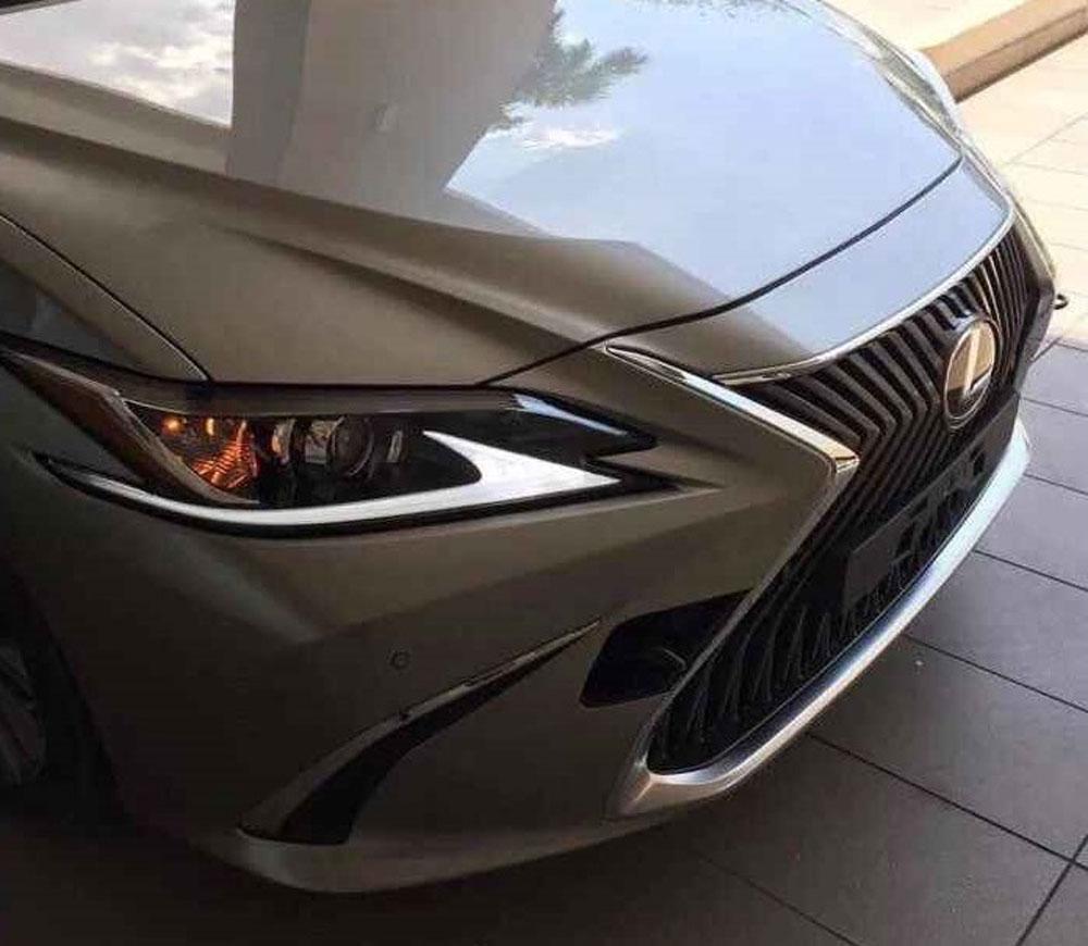 Lexus ES Leak