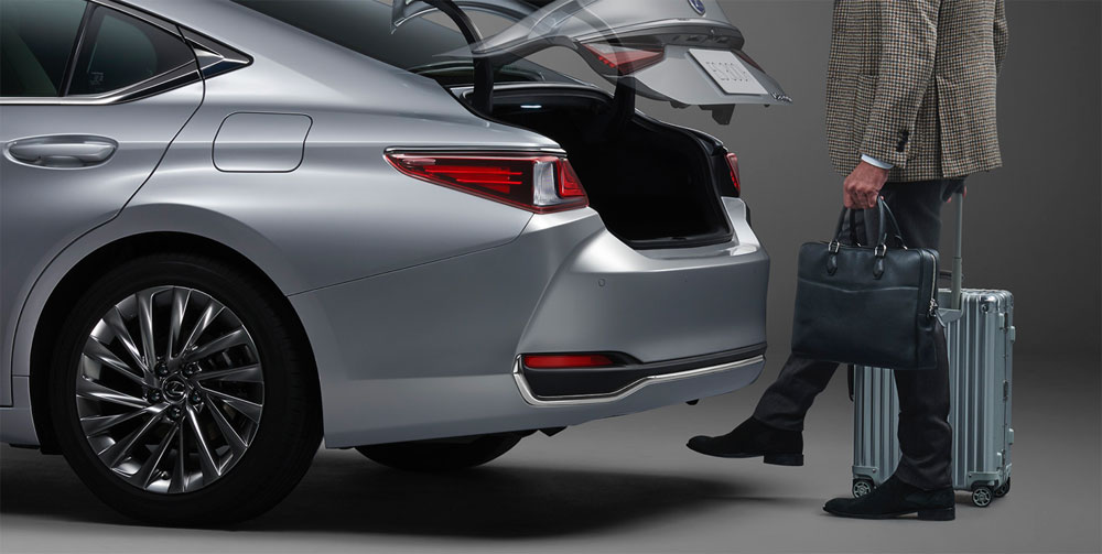Lexus ES Power Trunk