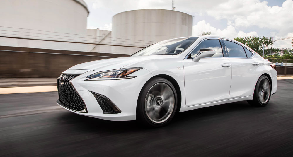 Lexus ES Driving