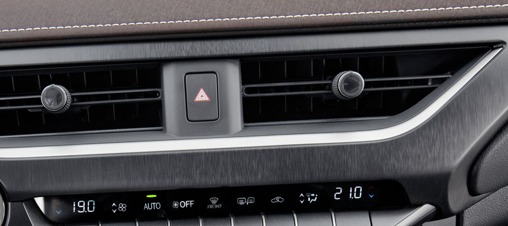 Lexus UX Single Knob