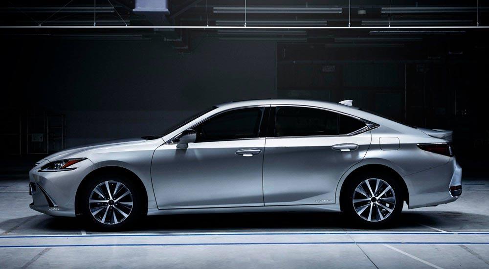 Lexus ES Factory Commericals