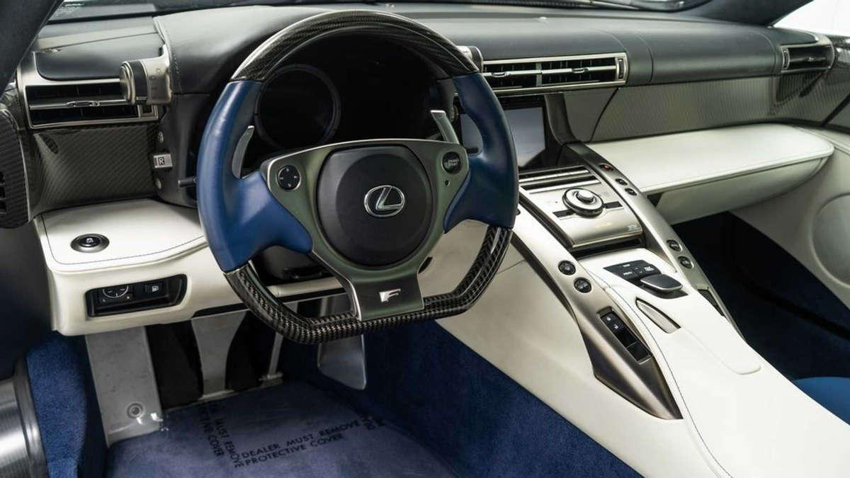 20-02-24-lexus-lfa-108-interior.jpg