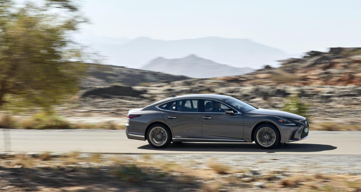20-04-19-Lexus-LS-500h-car-driver.jpg.jpg