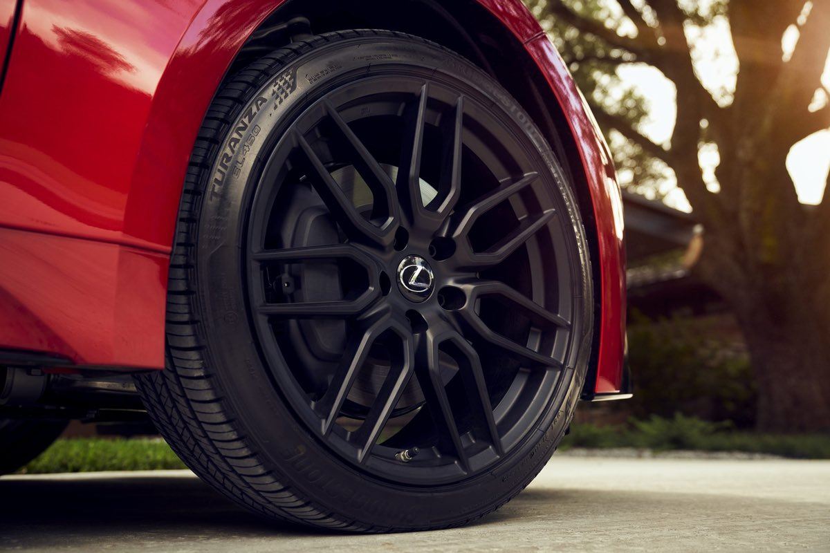 Lexus IS Red Wheel