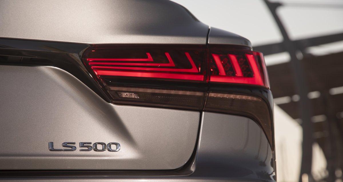 Lexus LS Tail light