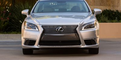 2013-Lexus-LS-460-019