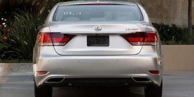 2013-Lexus-LS-460-020