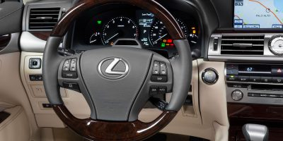 2013-Lexus-LS-460-Interior-002