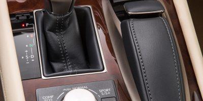 2013-Lexus-LS-460-Interior-004