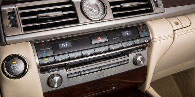 2013-Lexus-LS-460-Interior-005