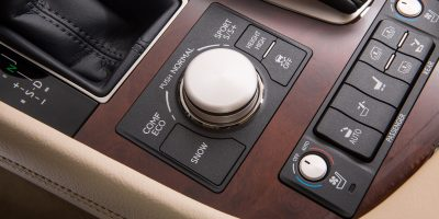 2013-Lexus-LS-460-Interior-007