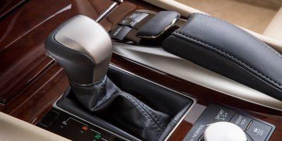 2013-Lexus-LS-460-Interior-008