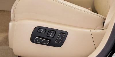 2013-Lexus-LS-460-Interior-012