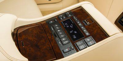 2013-Lexus-LS-460-Interior-019