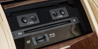 2013-Lexus-LS-460-Interior-021