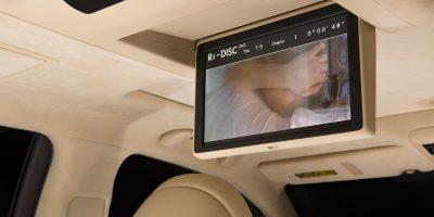2013-Lexus-LS-460-Interior-022