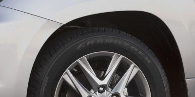 2013-Lexus-LX-570-011