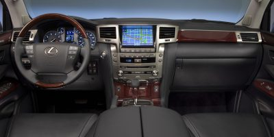 2013-Lexus-LX-570-020