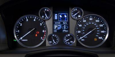 2013-Lexus-LX-570-021