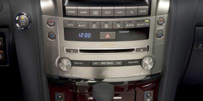 2013-Lexus-LX-570-022