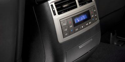 2013-Lexus-LX-570-025