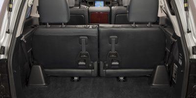 2013-Lexus-LX-570-027