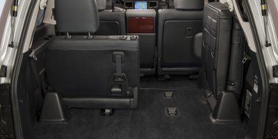 2013-Lexus-LX-570-029