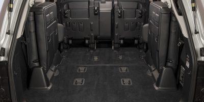 2013-Lexus-LX-570-030