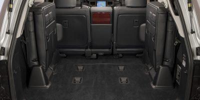 2013-Lexus-LX-570-031