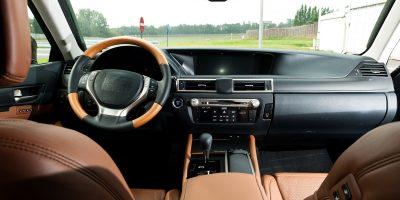 2013-lexus-gs-interior-europe-1