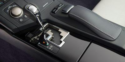 2013_Lexus_ES_300h_019