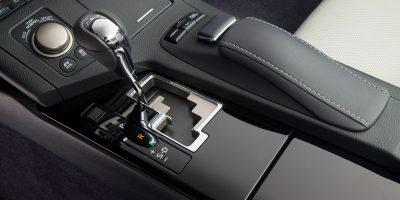 2013_Lexus_ES_300h_31