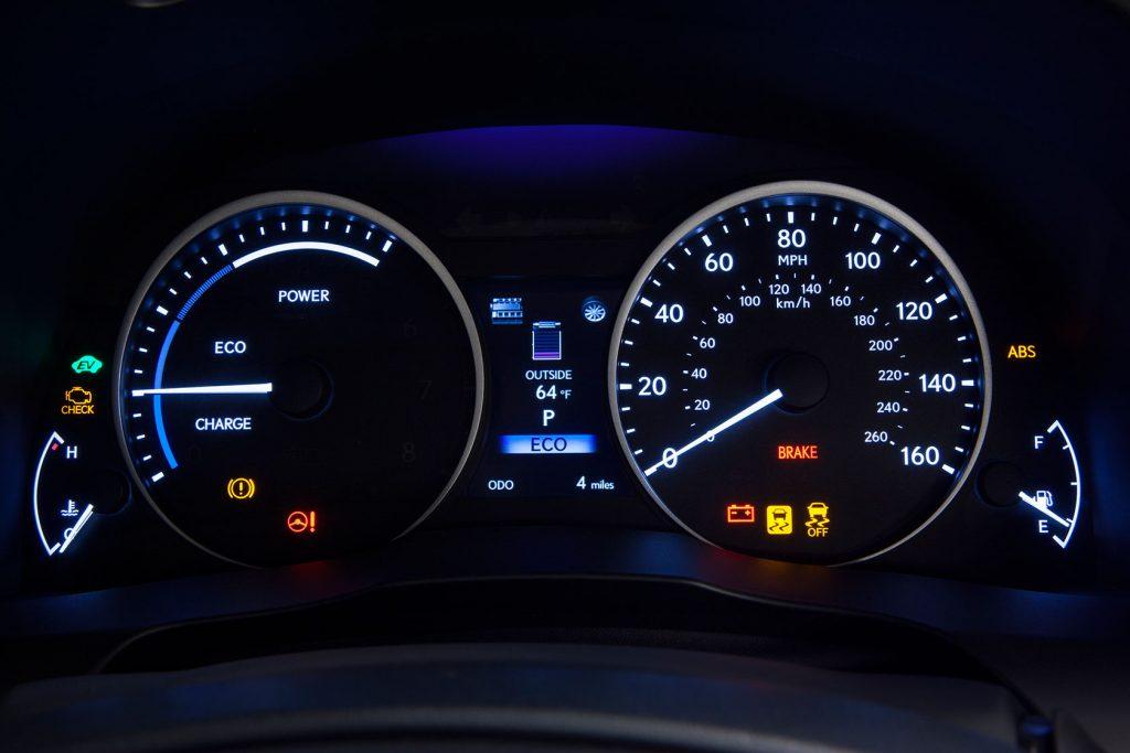 2013_Lexus_ES_300h_34