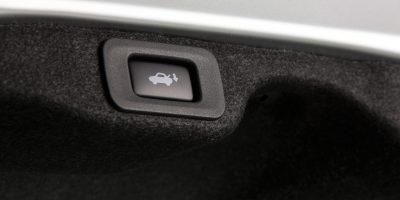 2013_Lexus_ES_300h_45