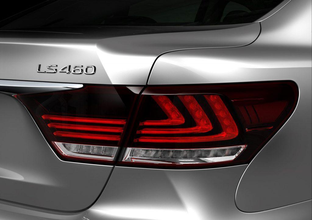2013_Lexus_LS_460_007