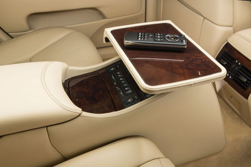 2013_Lexus_LS_460_L_interior_005_E6A20F5D1189D8F50319910C5F31A0D4B580EC1A