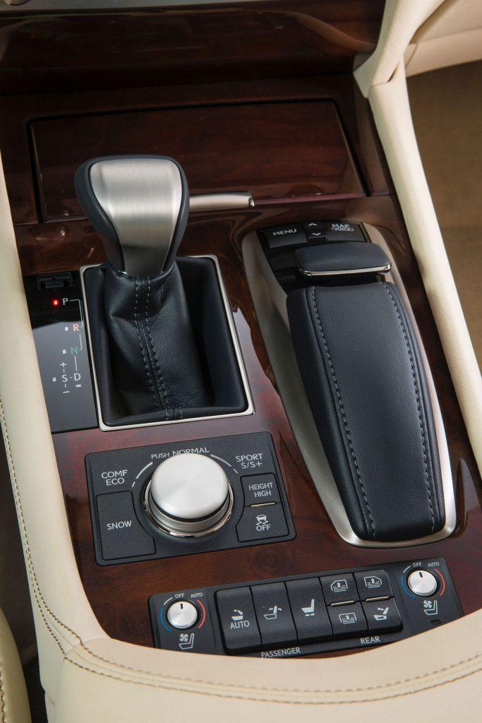 2013_Lexus_LS_460_interior_004_5C2EFF0FEB15C3CEB565ABD9E205A28B50E4B05E