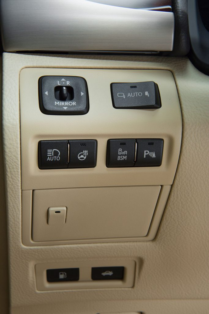 2013_Lexus_LS_460_interior_013_CA85A1066D8F16D7D2D66F3BF57FF6987BF53A1E