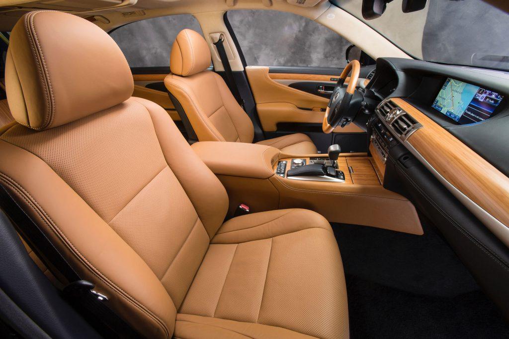 2013_Lexus_LS_600h_L_interior_002_CD27D4E8FDE212BB9BC8CF51C7B4A0E53162F99E