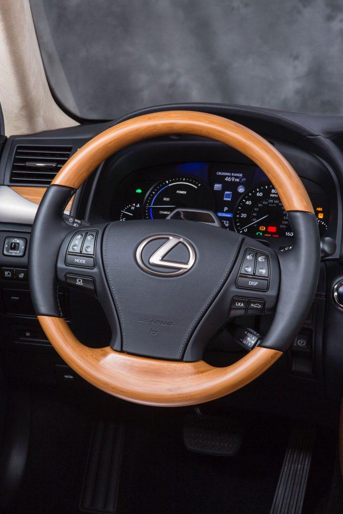 2013_Lexus_LS_600h_L_interior_003_D0A24A114E0E014DAA76E831EC1BB266B42B93D6
