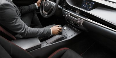 2015_Lexus_Crafted_Line_ES_002