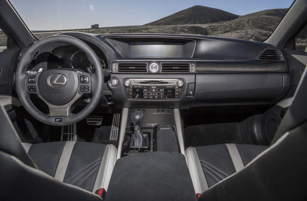 2016_Lexus_GS_F_038