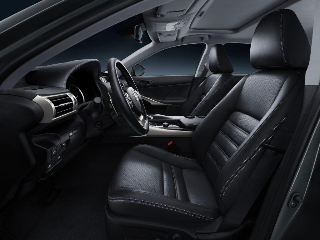 lexus-is-300h-interior-europe-10
